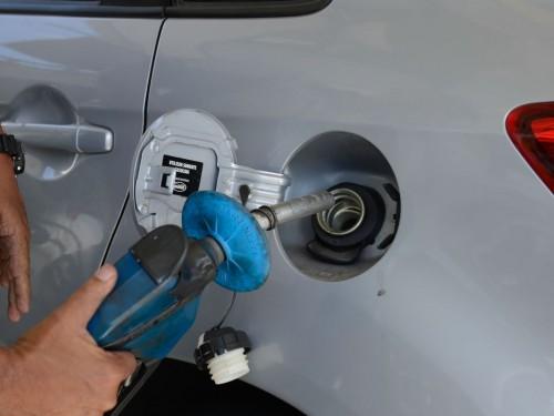 Ir para  <p><big>Os pre&ccedil;os da gasolina e do &oacute;leo diesel ficam mais caros a partir de hoje (9) para as distribuidoras que forem comprar os combust&iacute;veis nas refinarias da Petrobras. A gasolina ficou 8,8% mais...