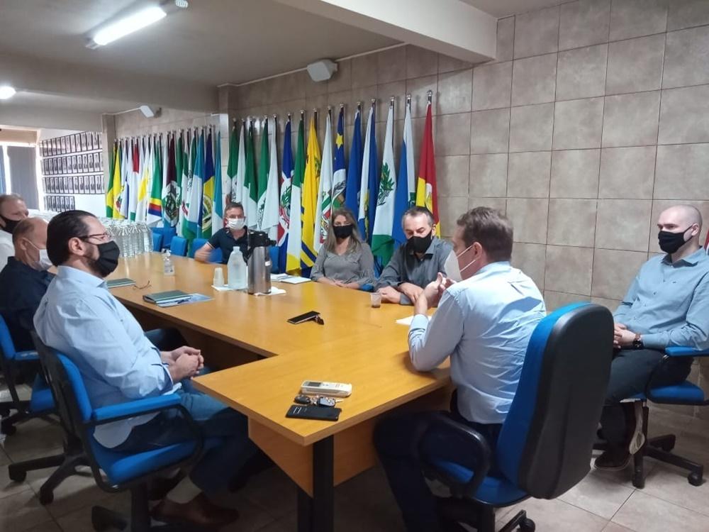 Ir para  <p><big>Atendendo solicita&ccedil;&atilde;o do prefeito de Get&uacute;lio Vargas, Mauricio Soligo, o presidente da AMAU, Paulo Polis, se reuniu nesta ter&ccedil;a-feira (16), em Erechim, com representantes do setor...