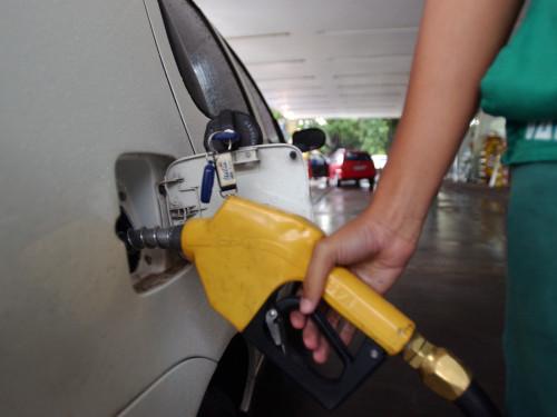"""Ir para  <p><span style=""""font-size:15.6px"""">&nbsp;</span><big>Os pre&ccedil;os do litro da gasolina e do &oacute;leo diesel ficam R$ 0,11 mais baratos a partir de&nbsp;hoje&nbsp;(25) nas refinarias da..."""