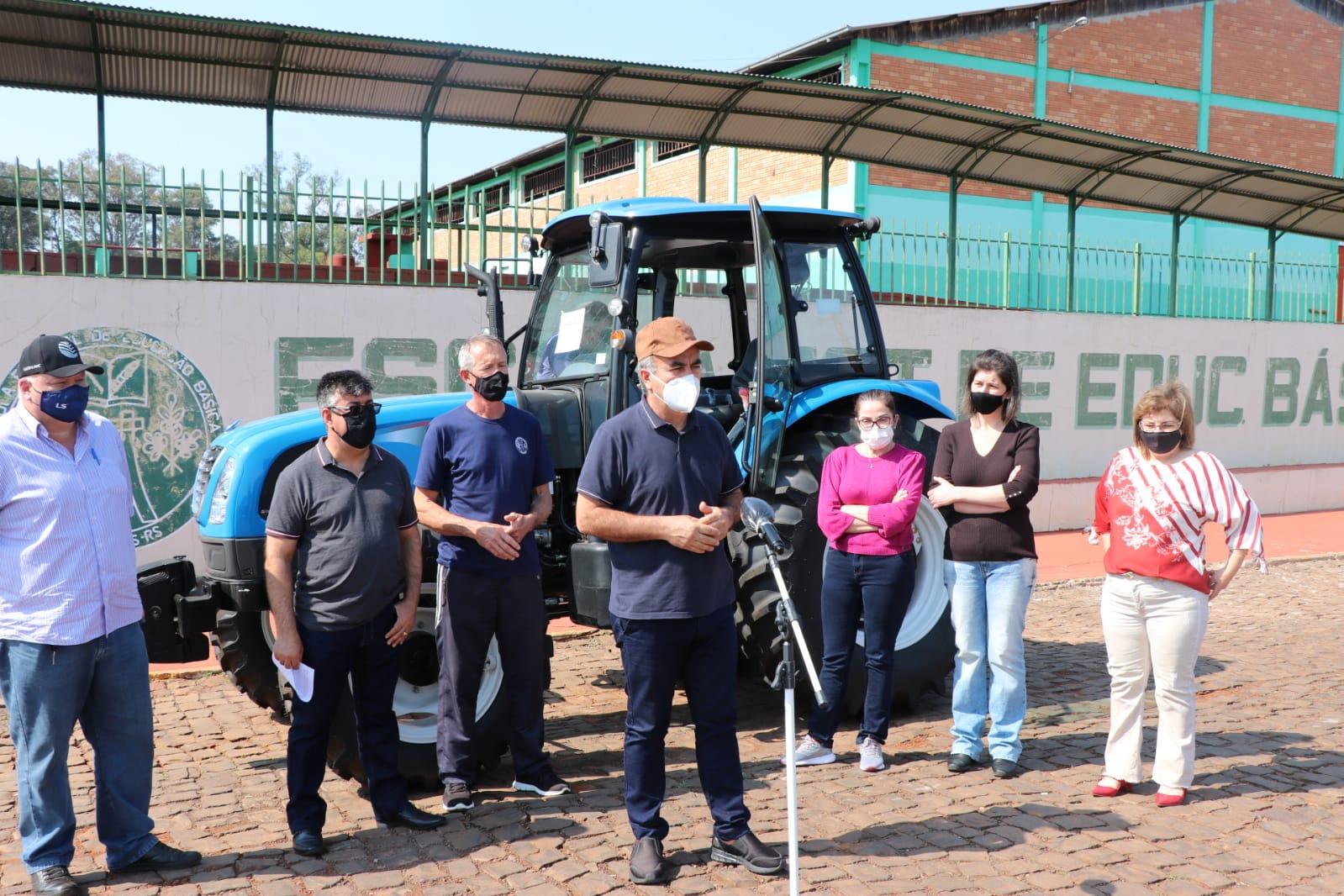 Ir para Escola estadual de Viadutos recebe trator agrícola com a presença do Deputado Marcon!